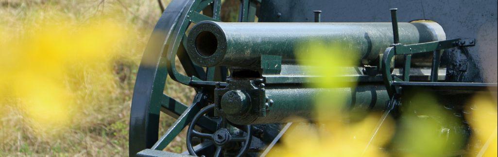 Foto: 80 mm kanon van het merk SKODA, daterend uit 1917 en gefabriceerd in Pilsen.